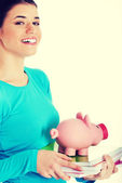 Woman holding piggy-bank. — ストック写真