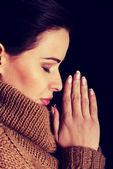 Kvinnan ber. — Stockfoto