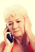 Senhora falar ao telefone. — Fotografia Stock