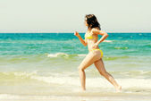 Woman running on beach — Stock Photo