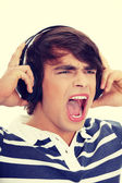 Young mans singing with headphones. — Stock Photo