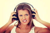 Teen girl listening aggressive music — Photo