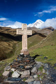 Cross and Kazbek Mount, Georgia — Stock Photo