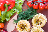 Pasta and fresh vegetables — Stock Photo