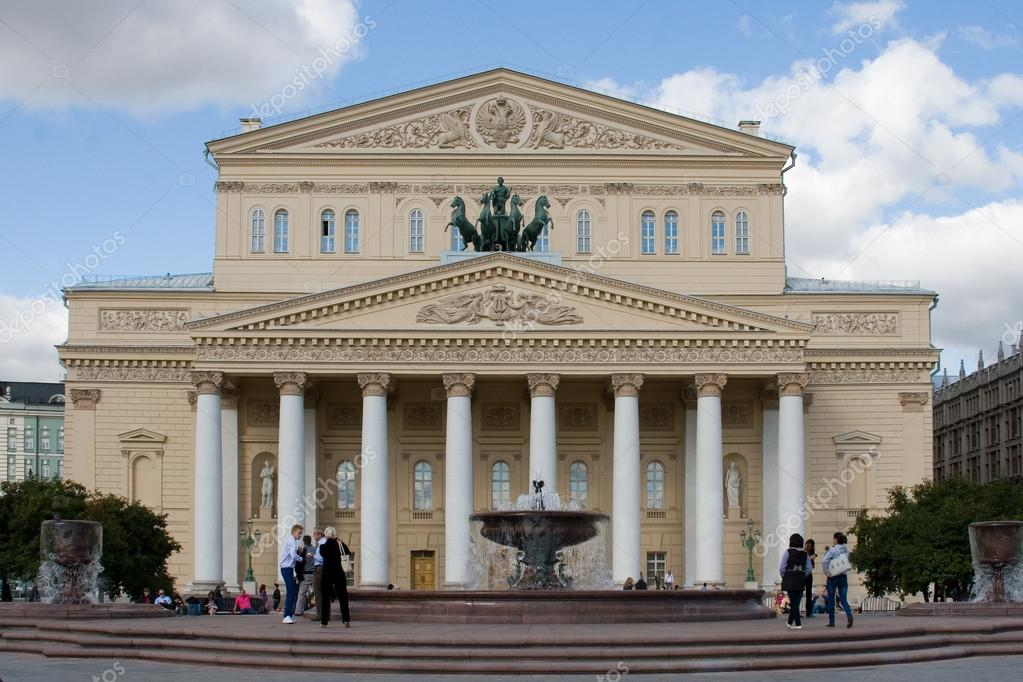 MOSCOW, RUSSIA - SEPTEMBR 17: before Grand Theatre in September 17, 2012 in Moscow, Russia.\nGrand Theatre (Bolshoi Theater) is one of the most famous theaters — Stock Photo #13350783