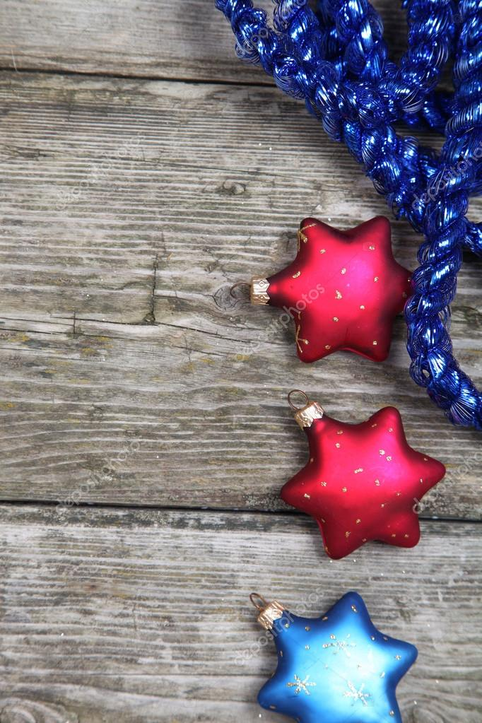 Christmas decorations. Stars and garland on a wooden background — Stock Photo #13954400