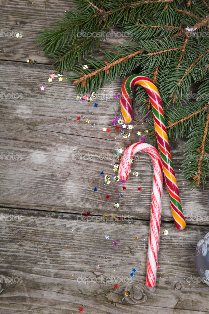 Christmas candy and spruce branches on a wooden table — Stock Photo #16907239