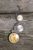 Old clock and U.S. coins — Foto de Stock