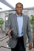 черный человек, пожимая руки — Стоковое фото