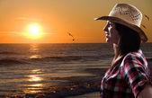 Solnedgång kvinna — Stockfoto