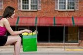Kadın alışveriş torbaları — Stok fotoğraf