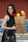 Femme sacs à provisions — Photo