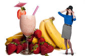 Woman with Fruit Smoothie — Stok fotoğraf