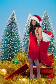 Beautiful Woman Holding Gifts — Stockfoto