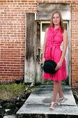 Vestindo chapéu de mulher — Foto Stock