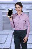 Donna usando tablet — Foto Stock