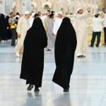 yürüyen iki Müslüman kadın — Stok fotoğraf #12179922