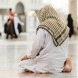 Muslim praying at Medina mosque — Stock fotografie