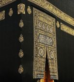 Makkah Kaaba Door with verses from the Qoran holy book in gold — Foto de Stock