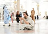 Muslim praying at Medina mosque — Stock Photo