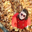 Young girl in beautiful autumn park — Stok fotoğraf