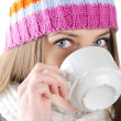 Happy Winter Beautiful Girl drinking hot tea — Stockfoto