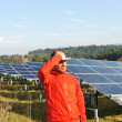 Male worker at solar panel field — Stock fotografie