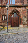 Gate and street in Berlin, old public building — Stock Photo