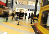 Crowd motion at shopping mall — Stock Photo