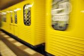 動き、地下の地下鉄を列車します。 — ストック写真