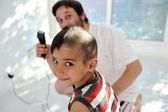 散髪、父と息子 — ストック写真