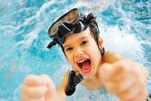 на красивый бассейн большое время лета! — Стоковое фото