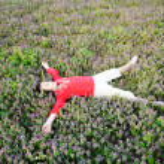 Happy girl on meadow — Stock Photo