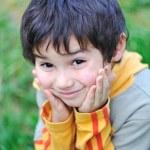 niños felices en la naturaleza al aire libre — Foto de Stock   #21415585