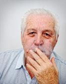 笑みを浮かべて老人の肖像画 — ストック写真