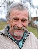 пожилой человек, портрет в естественной позе — Стоковое фото