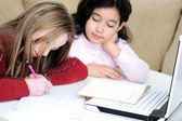 Infância, laptop, aprender e brincar — Fotografia Stock