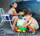Child washing car and toy car — Stock Photo