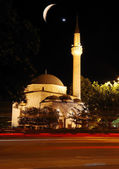 Mosque, crescent and star, traffic and lights at night — Stock Photo