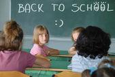 Unterricht in der schule und text auf grüne brett — Stockfoto