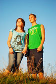 Zwei junge zusammen in der schönen Natur — Stockfoto