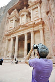 Tourist taking a photo of old historical building (Petra, Jordan) — Stock Photo