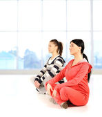 Two girls doing yoga and fitness in bautiful bright surround — Stock Photo