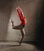 Joven mujer danza modernbreak danza — Foto de Stock