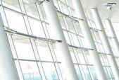 Acciaio e vetro sulla costruzione di interni — Foto Stock