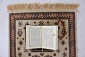 Kur'an, müslümanların kutsal kitabı — Stok fotoğraf