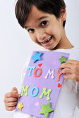 Kid holding message for lovely Mom — Stockfoto