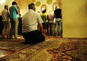 Salat layl - praying in mosque at night Ramadan — Stock Photo