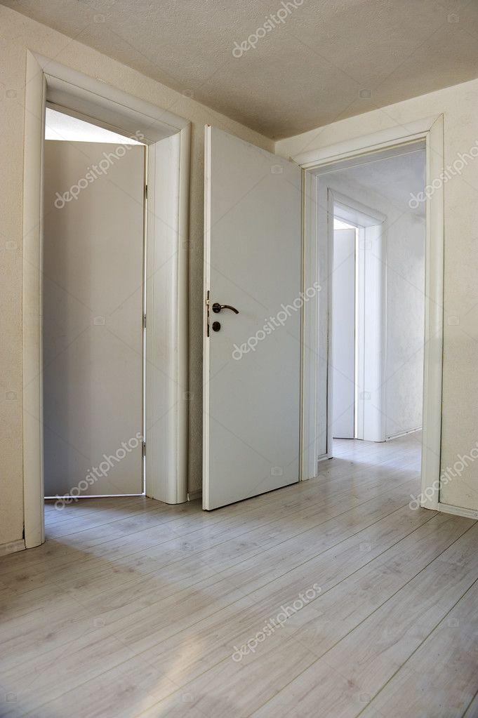 Las puertas y pisos apartamento casa interior foto stock zurijeta 26230365 - Puertas piso interior ...