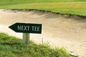 Další tričko znaménko šipka směr golfové pole — Stock fotografie